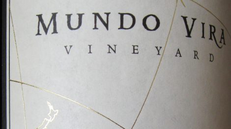 Mundo Vira wine labels